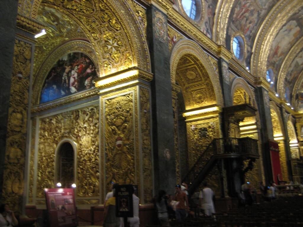 聖ヨハネ大聖堂の豪華な内装